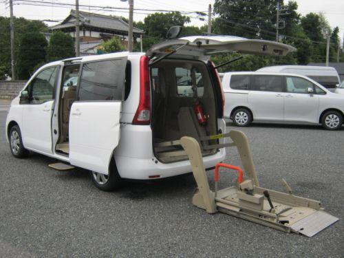 セレナ 福祉車両 チェアキャブ オーテック 車椅子リフト6人・689