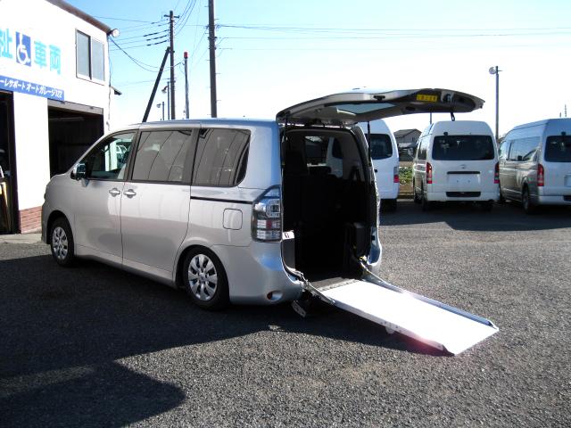 VOXY 車椅子スロープ6人+1基=7人乗り ナビTV・バックカメラ・自動ドア  ・699