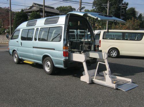 ハイエース 車椅子2基+健常者8人=10人乗り・712